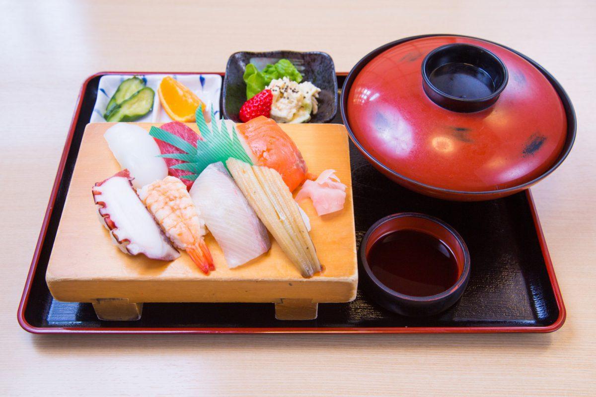 写真2:新栄寿しの料理