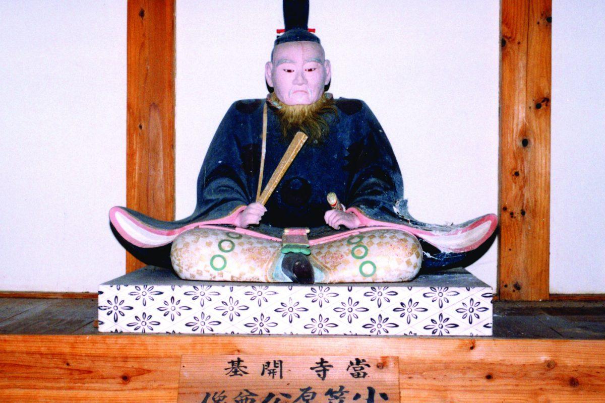 写真3:小笠原公尊像