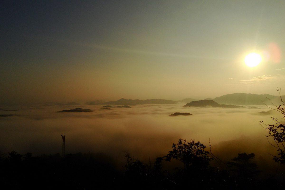 写真2:丸山城跡からの雲海