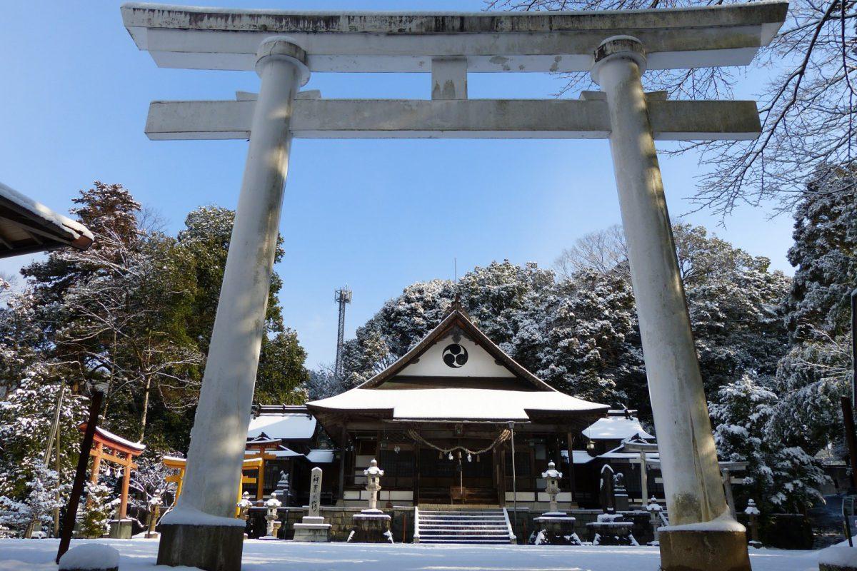 写真1:雪の弓ヶ峰八幡宮